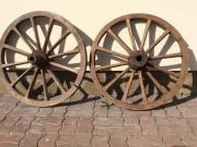 старые колеса от повозки